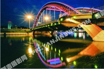 布尔哈通河夜景