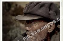 抽烟的老人